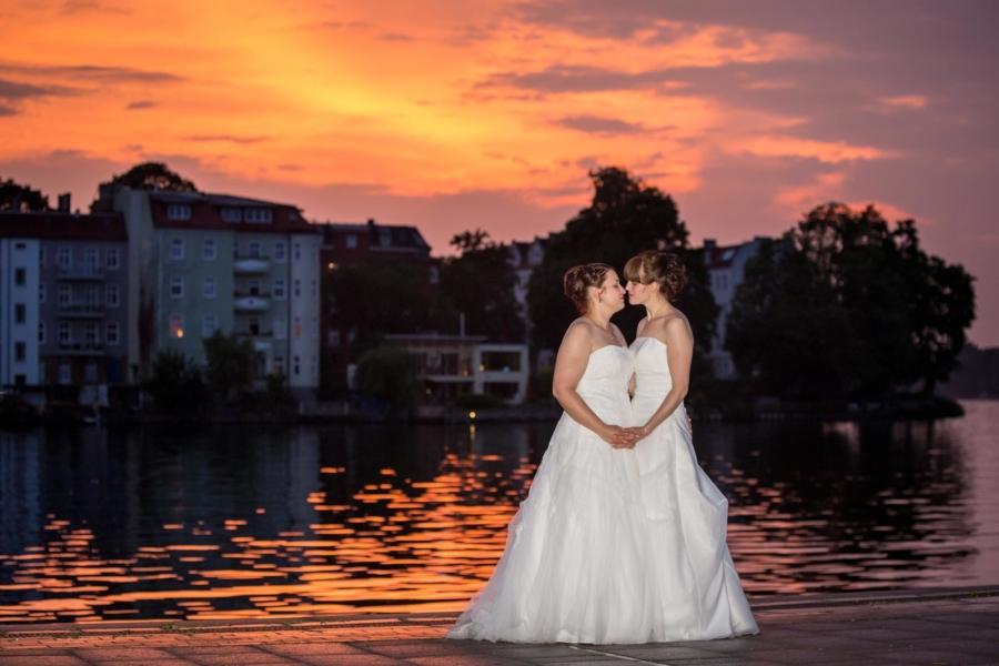 Hochzeit Köpenick - lesbische Hochzeit - kitschig aber schön - Mike Bielski Hochzeitsfotografie